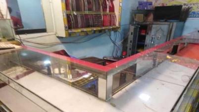 গাজীপুরে ফিল্মি স্টাইলে দুই স্বর্ণের দোকানে ডাকাতি