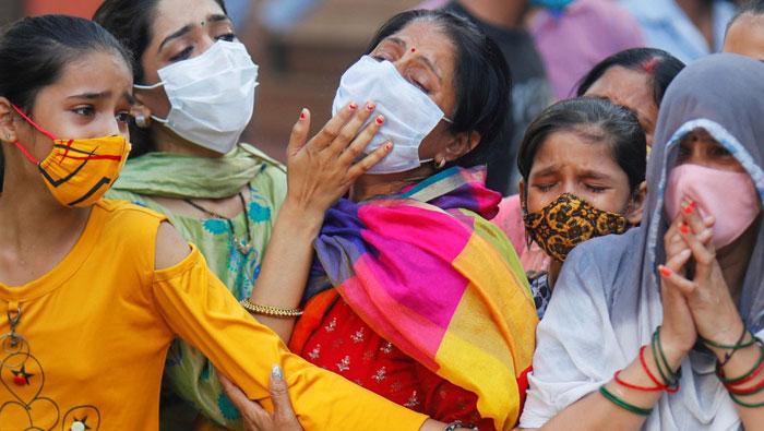করোনায় বিপর্যস্ত ভারত, একদিনে ৩ লাখ ৩২ হাজার আক্রান্ত