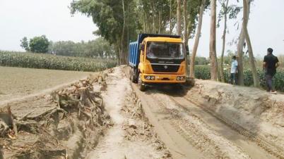বীরগঞ্জ বোলদিয়াপাড়া বালু মহালে ১০ চাকার ড্রাম ট্রাক চলাচল বন্ধে গণস্বাক্ষর