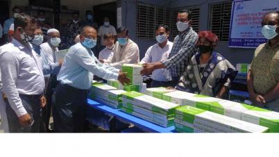 বাগেরহাটে ৬৪টি শিক্ষা প্রতিষ্ঠানে বেঞ্চ ও ফ্যান বিতরণ
