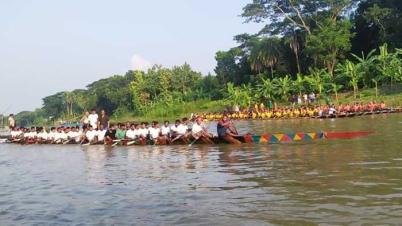ফরিদপুরের বোয়ালমারীতে ঐতিহ্যবাহী নৌকা বাইচ অনুষ্ঠিত