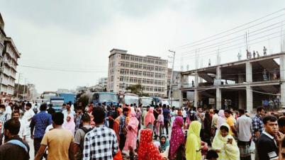 গাজীপুরে বেতন না-দিয়ে কারখানা বন্ধ, মহাসড়ক অবরোধ করে শ্রমিকদের বিক্ষোভ
