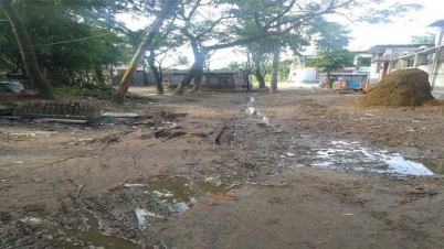 নওগাঁ পৌরসভার ৪নং ওয়ার্ড রাস্তার বেহাল দশা : ভোগান্তিতে দুই শতাধিক পরিবার