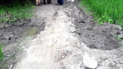 পাঁচবিবিতে রাস্তা চলাচলে বাধা! গ্রামবাসীর দূর্ভোগ