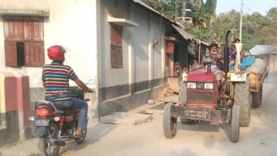 বীরগঞ্জে আবাসিক এলাকা দিয়ে বালুঘাটের ট্রলি চলাচল বন্ধে গণস্বাক্ষর