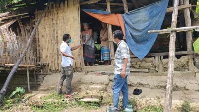 রোয়াংছড়িতে দু:স্থ মানুষের পাশে নির্বাহী অফিসার মেহেদী হাসান