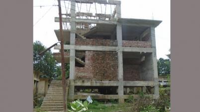 রোয়াংছড়িতে স্টোর ভবন নির্মাণে ব্যাপক দুর্নীতির অভিযোগ