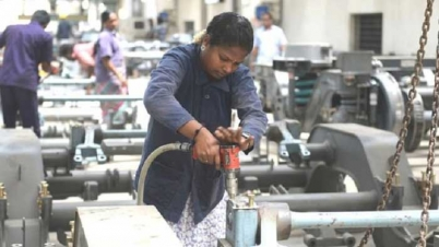 ভারতে নারীরা চাকুরী হারাচ্ছে