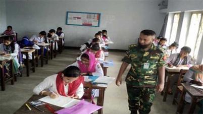 পাবলিক স্কুল ও কলেজ পরীক্ষা কেন্দ্রে চলছে এইচএসসি পরীক্ষা