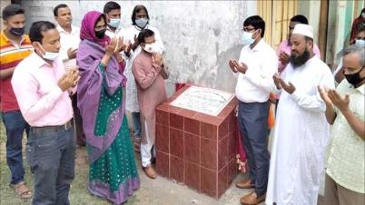 শিবগঞ্জে দুটি স্কুল ও একটি রাস্তা নির্মাণ কাজের উদ্বোধন করেন- ডা. সামিল