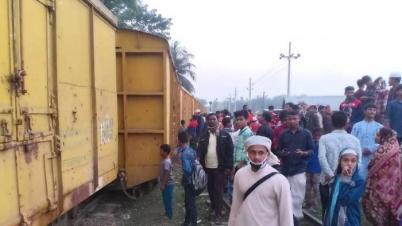 ট্রেনের বগি লাইনচ্যুত, গৌরীপুর-শালিহর সড়কে যানবাহন চলাচল বন্ধ