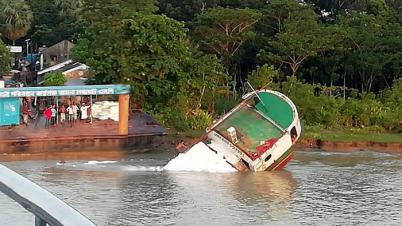 বিষখালী নদীতে ১৩২ মেট্রিক টন সার নিয়ে কার্গো ডুবি