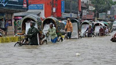 টানা বৃষ্টিতে ভাসছে চট্টগ্রাম নগরী