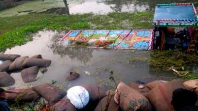 চাঁপাইনবাবগঞ্জে ধানের ট্রলি উল্টে ৭ শ্রমিক নিহত