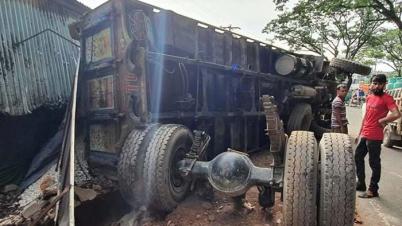কুমিল্লায় ট্রাকচাপায় ৩ জন নিহত