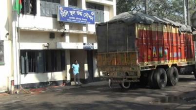 হিলি বন্দরে ভারতীয় ট্রাক চালকদের অবাধ বিচরণে বাড়ছে ঝুঁকি