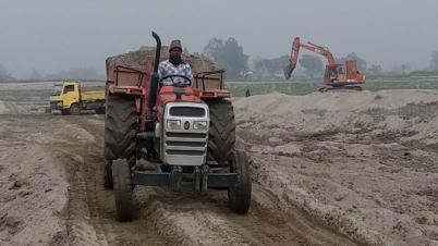 জামালপুরের আমবাড়ীয়া ব্রহ্মপুত্র নদীর পাড়ে চলছে বালু উত্তোলনের মহোৎসব