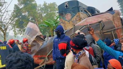 জয়পুরহাটে বাসে ট্রেনের ধাক্কা: তদন্তে ৪ সদস্যের কমিটি
