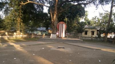 লালমনিরহাটে কেন্দ্রীয় শহীদ মিনার সরিয়ে নেওয়ায় স্থানীয়দের ক্ষোভ