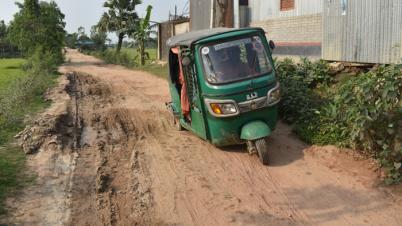 ২ বছর পেরিয়ে গেলেও পাহাড়পুর-ভাওড়া- কামারপাড়া সড়কের হয়নি কোনো উন্নয়ন