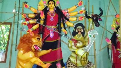 পানছড়িতে ত্রিপুরাদের ঐতিহ্যবাহী রিনাই, রিসা পোশাকের সাজে দেবীদূর্গা