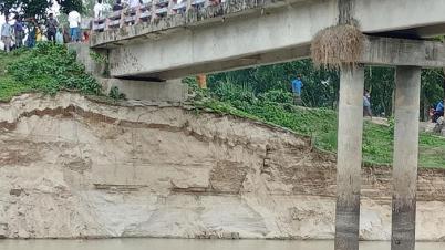 অপরিকল্পিতভাবে নদী খনন করায় পাঁচবিবির শিমলতলী সেতু হুমকির মুখে