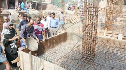 বাগমারায় মচমইল প্রাথমিক বিদ্যালয়ের বেইজ ঢালাইয়ের উদ্বোধন