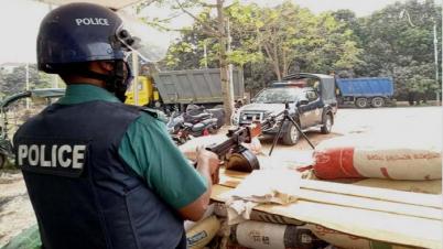 রাজশাহীতে পুলিশের এলএমজি চেকপোস্ট স্থাপন