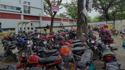 কলেজের শহীদ মিনার যেন মটর সাইকেল গ্যারেজ