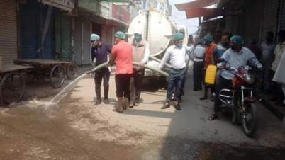 সৈয়দপুরে জীবাণুনাশক দিয়ে শহর পরিচ্ছন্নতা কার্যক্রম অব্যাহত
