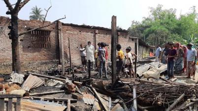 শিবগঞ্জে ৪টি ঘর ভষ্মিভূত, ৫ লক্ষাধিক টাকা ক্ষয়ক্ষতি