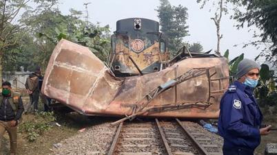 জয়পুরহাটে ট্রেন-বাস দুর্ঘটনায় গেটম্যান বরখাস্ত
