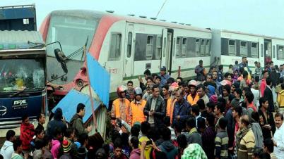 কুমিল্লায় ট্রেন-ট্রাক সংঘর্ষ: তদন্ত কমিটি গঠন