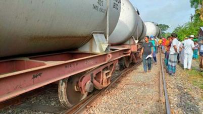 তেলবাহী ট্রেন লাইনচ্যুত, খুলনার সঙ্গে সারাদেশের রেল যোগাযোগ বন্ধ