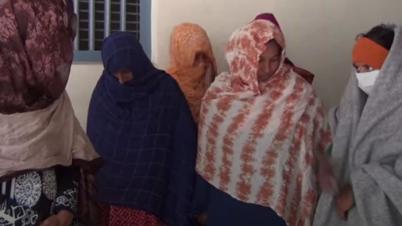 ভারতে পাচারকালে ২২জন নারী পুরুষ ও শিশু গ্রেপ্তার
