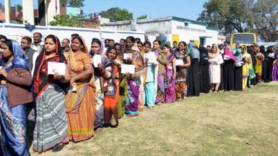 পশ্চিমবঙ্গে পঞ্চম দফায় ভোটগ্রহণ চলছে