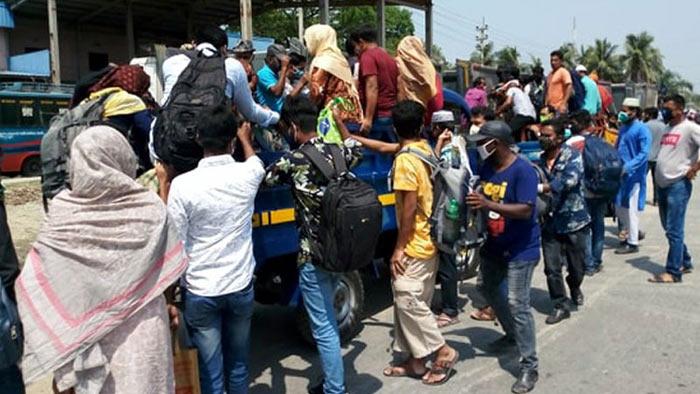 ঢাকা-আরিচা মহাসড়কে বাড়িফেরা মানুষের ঢল। ছবি- সংগৃহীত